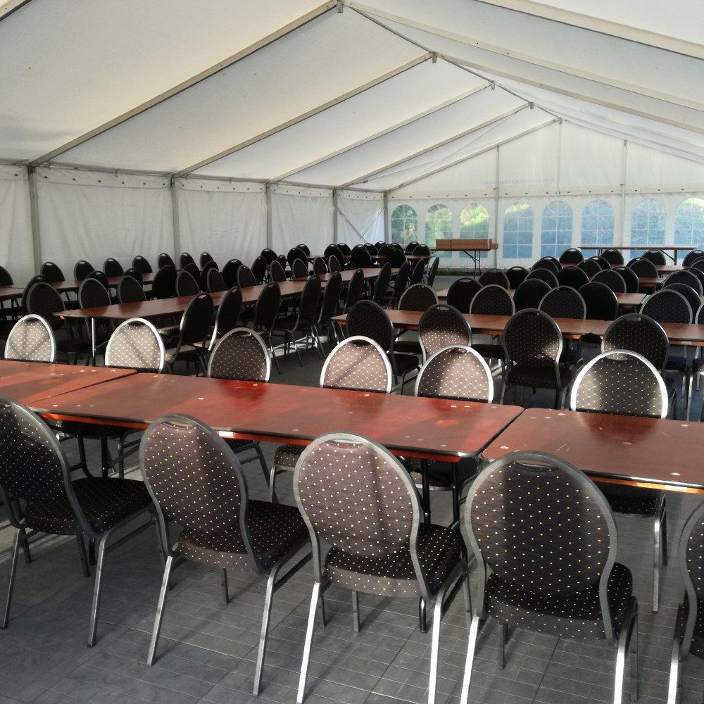 9 meter telt med banquetstole og event borde