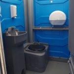 Handicaptoilet - håndvask, toilet med skyllefunktion